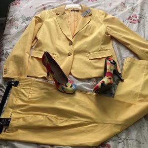 Women's pantsuit
